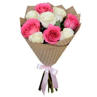 Букет Белые и розовые розы в крафте 9 шт